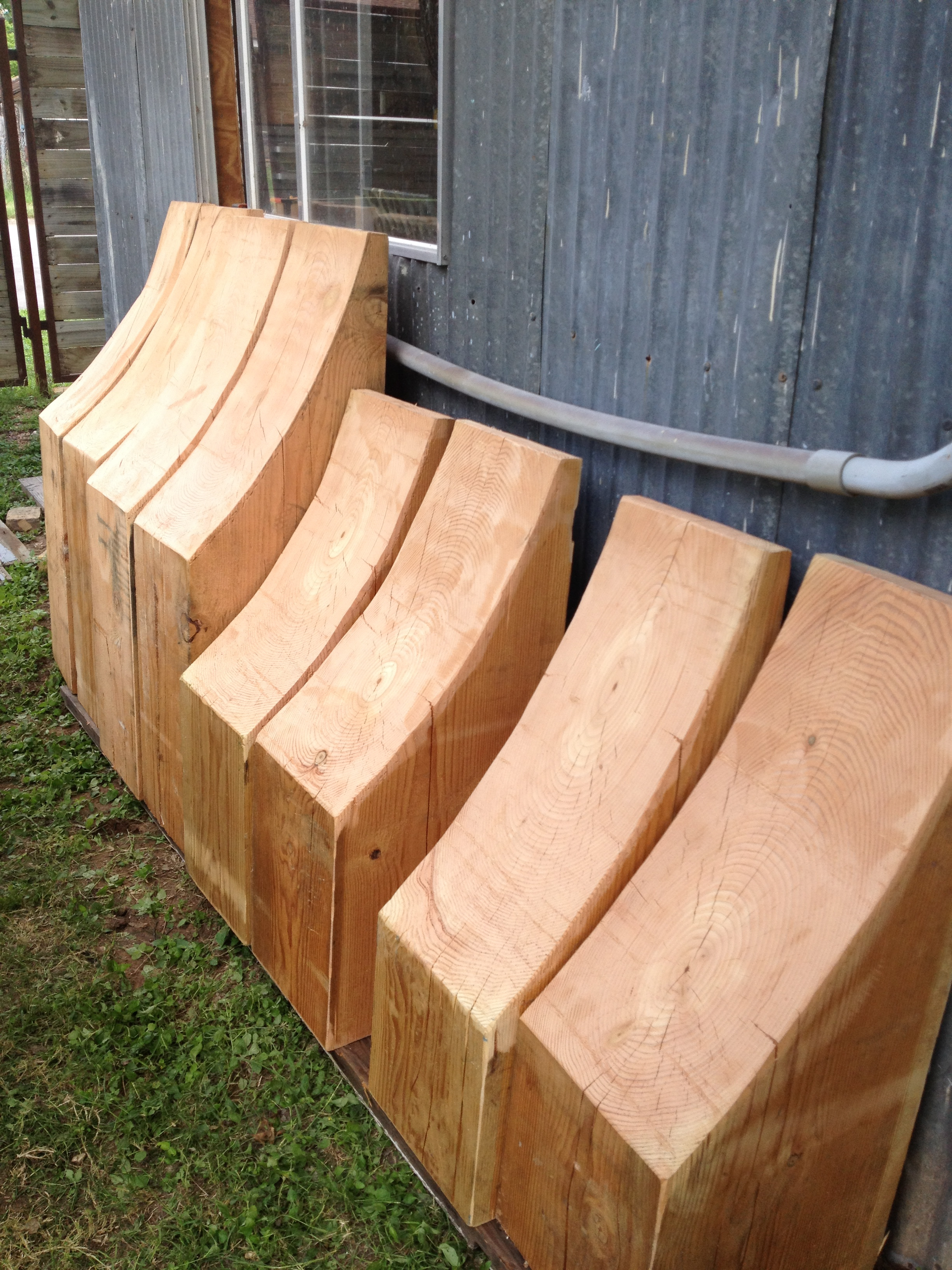 Cut wood timbers with 4 pairs of radii